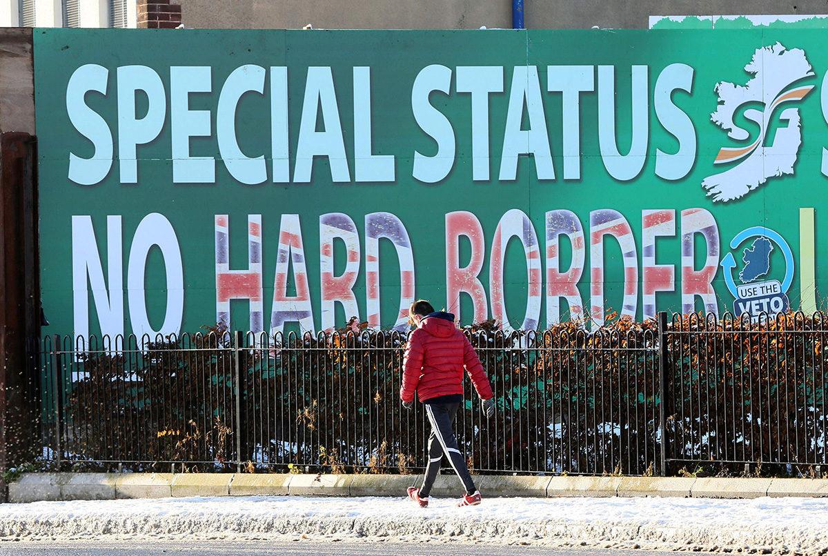 Pohjois-Irlannin tasavaltalaisen Sinn Fein -puolueen mainos Belfastissa joulukuussa 2017.