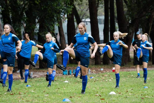 Suomen alle 17-vuotiaiden tyttöjen jalkapallomaajoukkue harjoituksissa Uruguayssa 11. marraskuuta 2018.