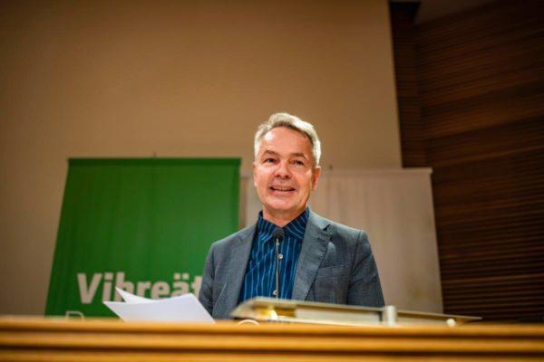 Vihreiden puheenjohtajaksi valittu Pekka Haavisto Eduskunnan pikkuparlamentissa 3. marraskuuta 2018.