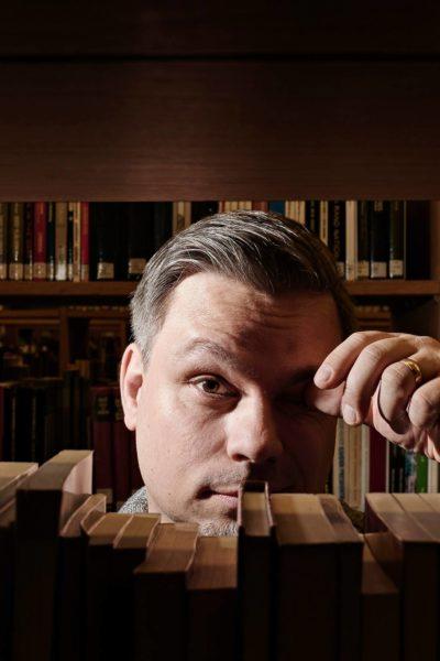 Tommi Kinnunen on kirjoittanut romaanit Neljäntienristeys, Lopotti ja Pintti.