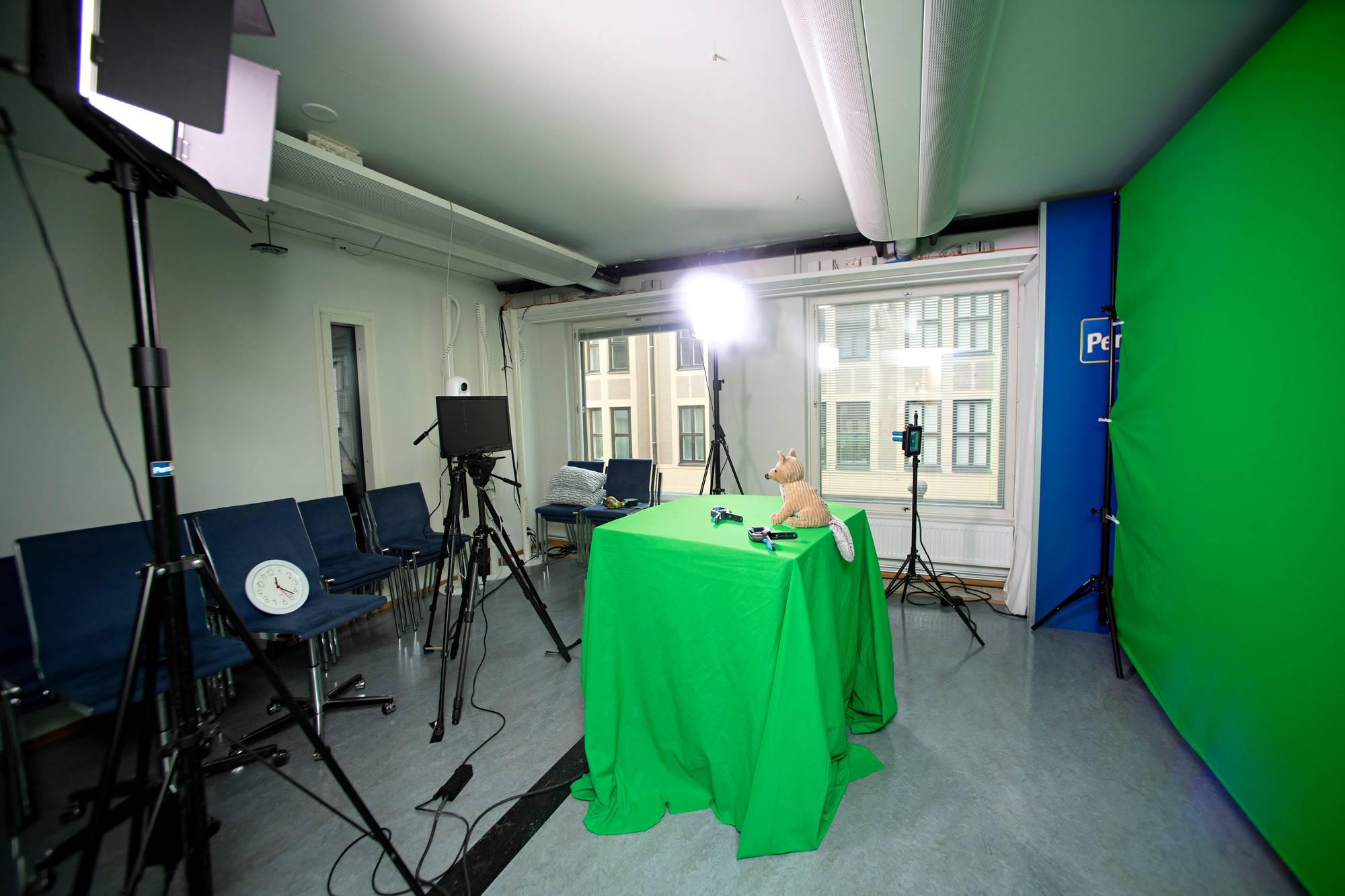 Puoluetoimiston uusi ja nykyaikainen viesti- ja propagandakeskus.