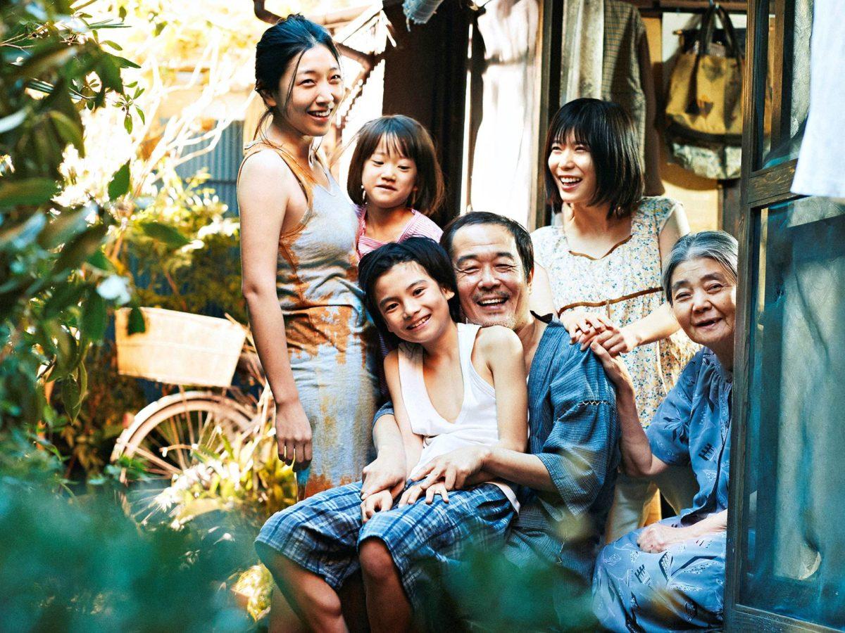 Perhesalaisuuksia kuvaa Japanin rosoisempia puolia.