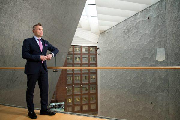 Pääjohtaja Timo Ritakallio on toisen polven osuuspankkilainen.