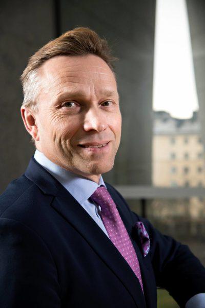 Kun pääjohtaja Timo Ritakallio siivoaa OP-ryhmää edeltäjänsä Reijo Karhisen visioista ...