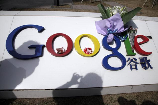 Google vetäytyi Kiinan markkinoilta edellisen kerran vuonna 2010. Kukkia yhtiön Kiinan-pääkonttorin edustalla Pekingissä maaliskuussa 2010.