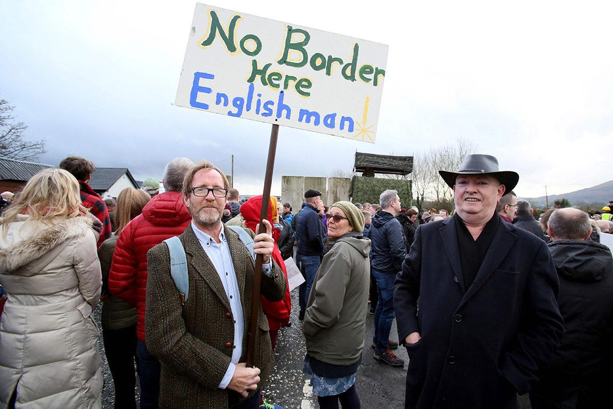 Mielenosoittajia Irlannin ja Pohjois-Irlannin välisellä rajalla 26. tammikuuta 2019.