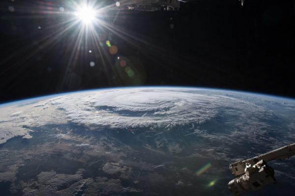 Merten lämpeneminen vaikuttaa muun muassa myrskyjen voimakkuuteen. Nasan kuvassa hurrikaani Florence syyskuussa 2018.