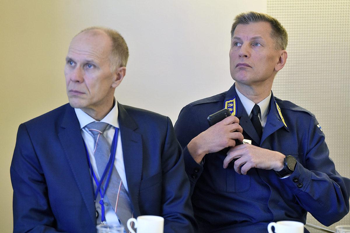 Ohjelmajohtaja Lauri Puranen puolustusministeriöstä ja ilmavoimien komentaja kenraalimajuri Sampo Eskelinen HX-hävittäjähankkeen mediainfossa Helsingissä 29. tammikuuta 2019.