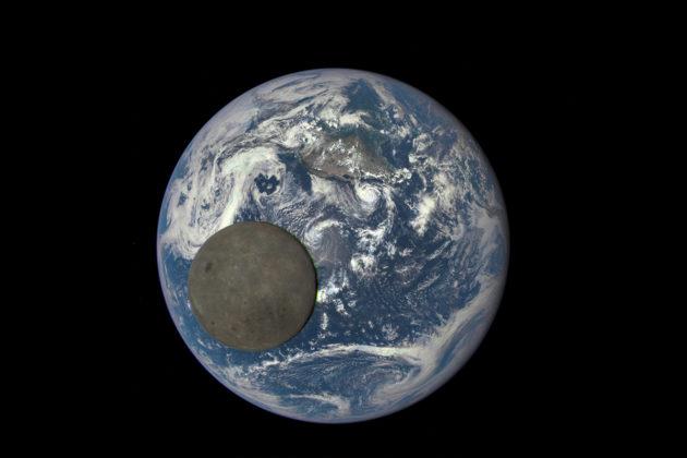 Kuun Maahan näkymätön puoli näkyy DISCOVR-satelliitin ottamassa valokuvassa.