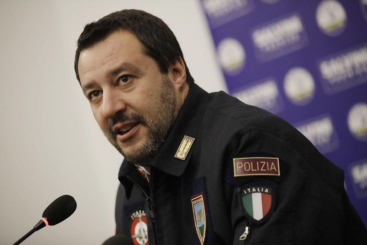 Italian varapääministeri Matteo Salvini poliisiasussa Milanossa joulukuussa 2019.