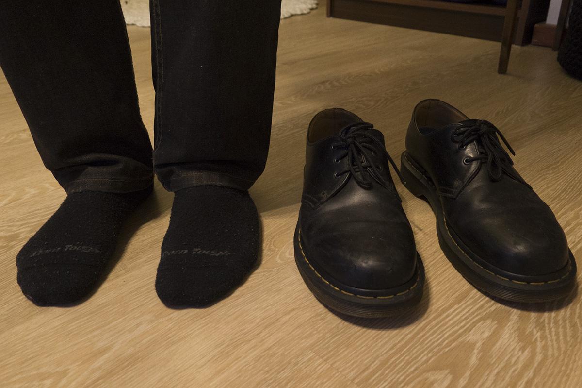 Valtonen osti vuosi sitten sukat ja kengät, joiden luvattiin kestävän hänen elämänsä loppuun asti.