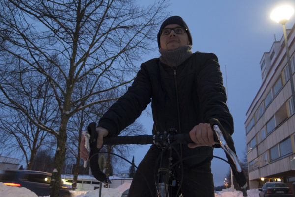 Jyväskylässä asuva Mikko Valtonen kulkee pyörällä vuoden ympäri.