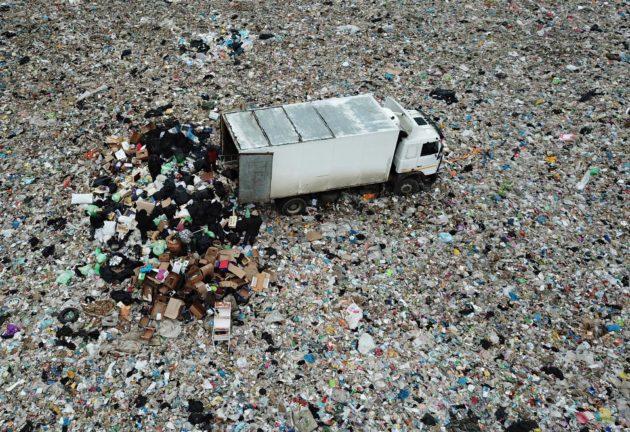 Moskovalaisten jätteet kuljetetaan Jadrovon kaatopaikalle Volokolamskin kaupunkiin.
