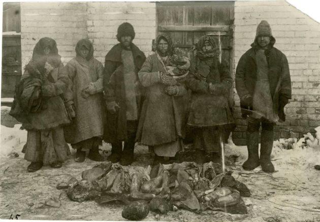 Monien viimeinen selviytymiskeino oli ihmissyönti. Kaduilla myös myytiin avoimesti ihmislihaa.