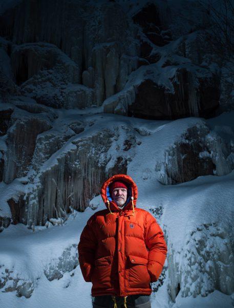 Patrick Degerman Pirunkallion jääputouksella Helsingissä.