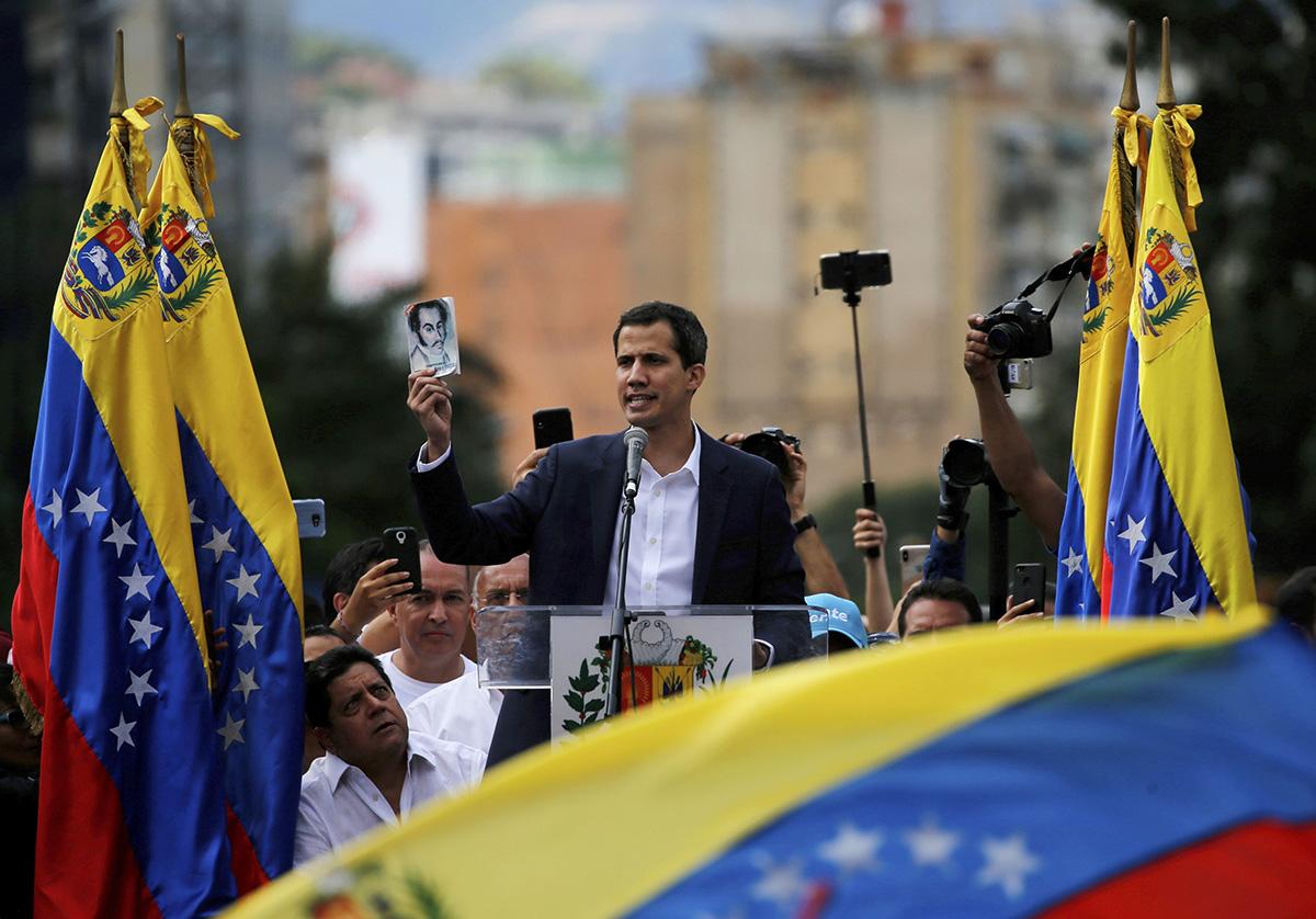 Parlamentin puhemies Juan Guaidó julistautui väliaikaiseksi presidentiksi 23. tammikuuta.