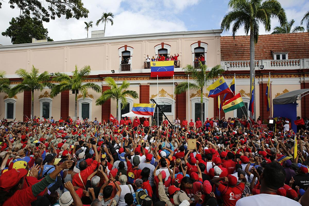 Venezuelan presidentti Nicolas Maduro puhui kannattajilleen 23. tammikuuta 2019.