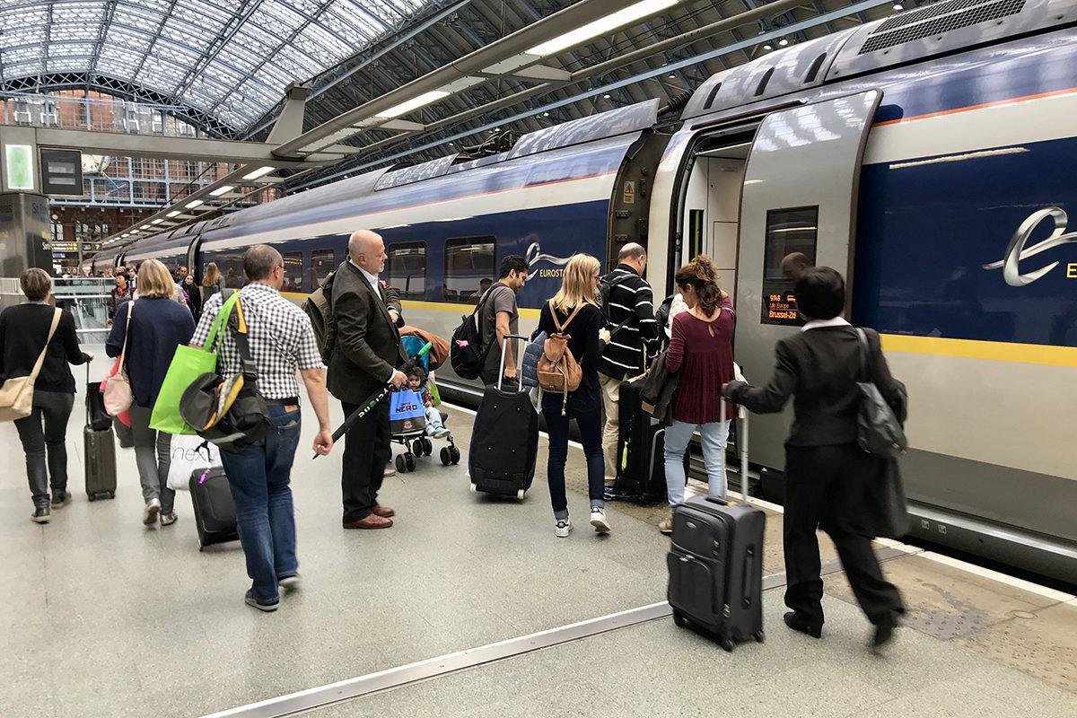 Lontoon St. Pancrasin rautatieasemalle ennakoidaan jopa puolentoista kilometrin jonoja, jos Britannia eroaa EU:sta ilman erosopimusta.