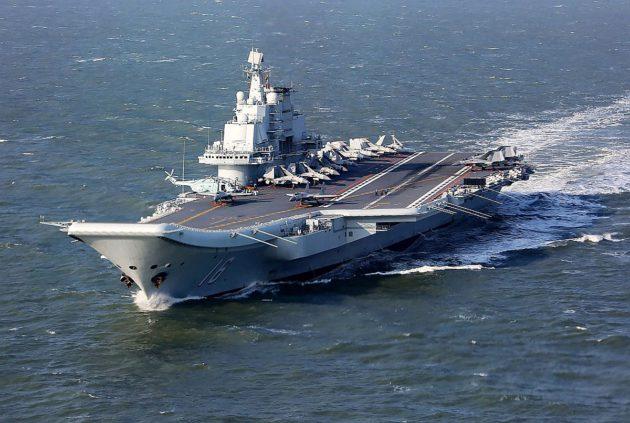 Kiinan kansanarmeijan lentotukialus Liaoning Tyynellämerellä 24. joulukuuta 2016.
