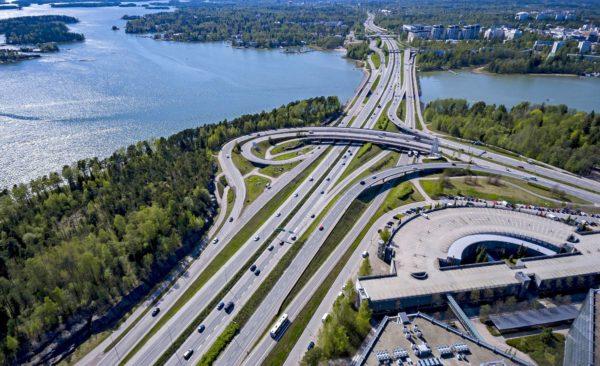 Virkamiehet väläyttävät kilometripohjaisia tiemaksuja.