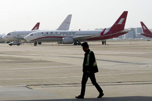 Shanghai Airlinesin Boeing 737 MAX -kone Hongqiaon lentokentällä Kiinan Shanghaissa 12. maaliskuuta 2019.