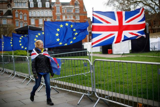Brexitiä vastustava mielenosoittaja Britannian parlamentin edustalla Lontoossa 4. maaliskuuta 2019.