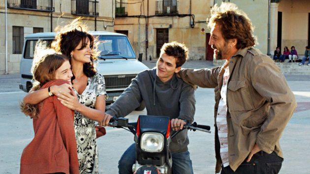Penélope Cruz (toinen vasemmalta) ja Javier Bardem (oik.) ovat tosielämän aviopari.