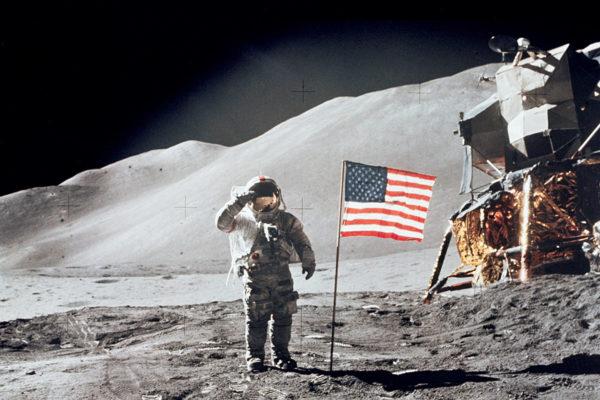 Ihminen vieraili toistaiseksi viimeistä kertaa Kuun pinnalla 70-luvun alussa. Kuvassa kuukävelyllä astronautti David R. Scott vuonna 1971