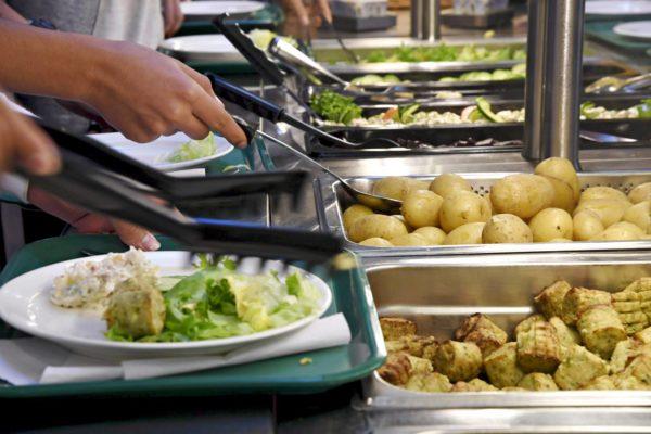 Ruoan loppuminen on koulukeittiön painajainen.