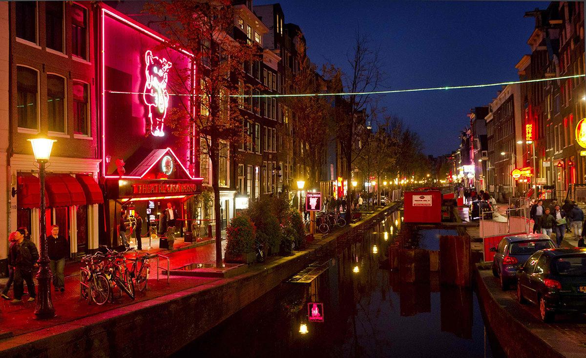 De Wallenin punaisten lyhtyjen alue Amsterdamissa.