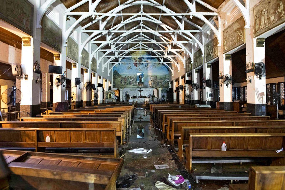Isis ilmoitti järjestäneensä itsemurhapommi-iskujen sarjan Sri Lankassa pääsiäisenä. Iskuissa kuoli yli 250 ihmistä.