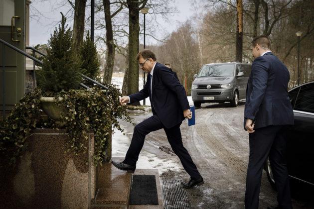 Pääministeri Juha Sipilä saapui tiedotustilaisuuteen Kesärantaan Helsingissä 8. maaliskuuta 2019 pyydettyään hallituksen eroa tasavallan presidentiltä.