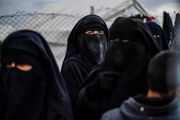 Ulkomailta tulleita Isis-taistelijoiden perheenjäseniä al-Holin pakolaisleirillä Syyriassa.