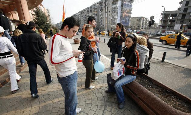Nuorisoa Romanian pääkaupungissa Bukarestissa.