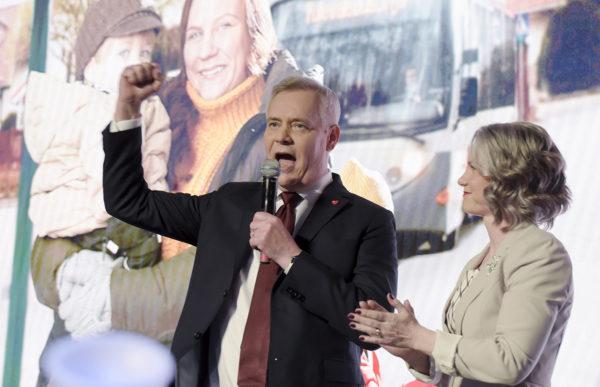 SDP:n puheenjohtaja Antti Rinne ja vaimonsa Heta Ravolainen-Rinne puolueen vaalivalvojaisissa.