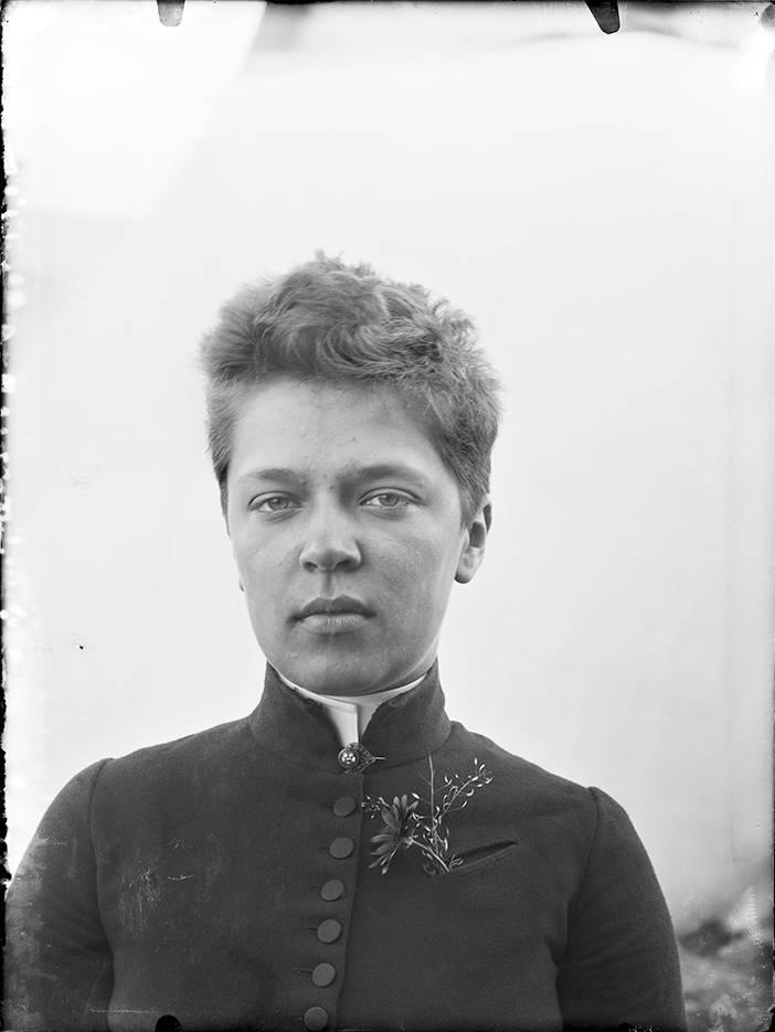 Taideopiskelija Ellen Thesleff 1890-luvun alussa.