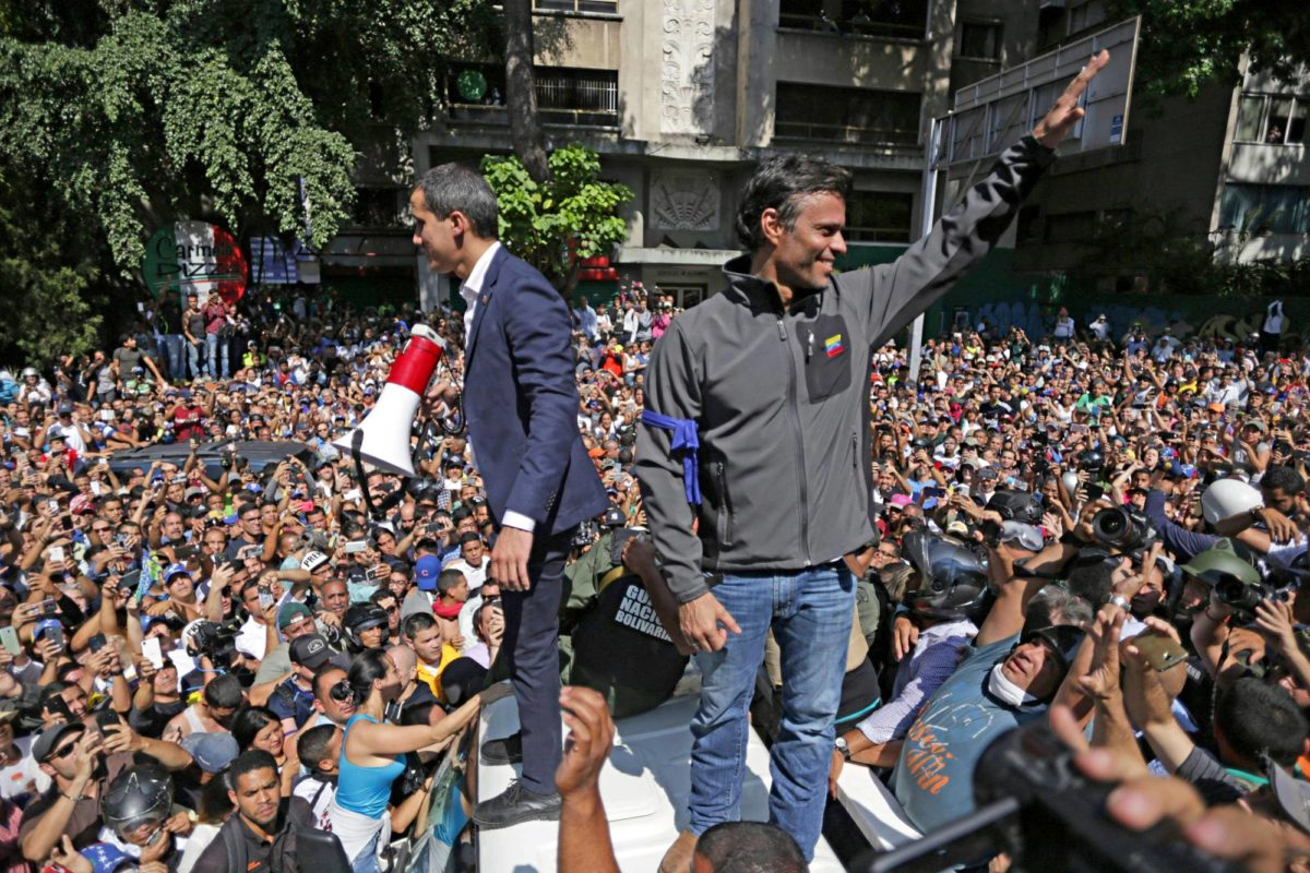Oppositiojohtajat Juan Guaidó sekä Leopoldo López vappuaattona Caracasissa.