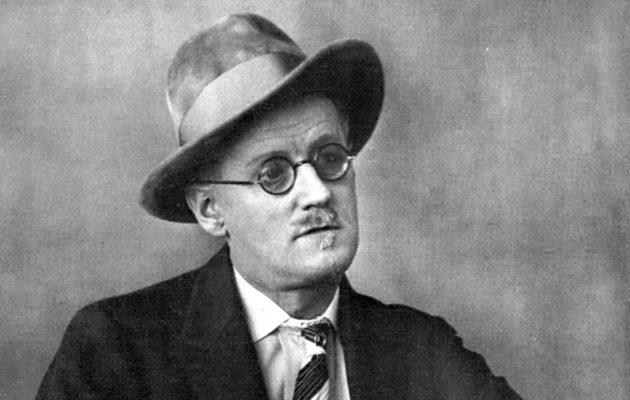 """""""Hear, hear!"""" eli """"Kuulkaahan, kuulkaahan!"""" – Näin James Joycen tekstit ovat kääntyneet suomeksi - Suomenkuvalehti.fi"""