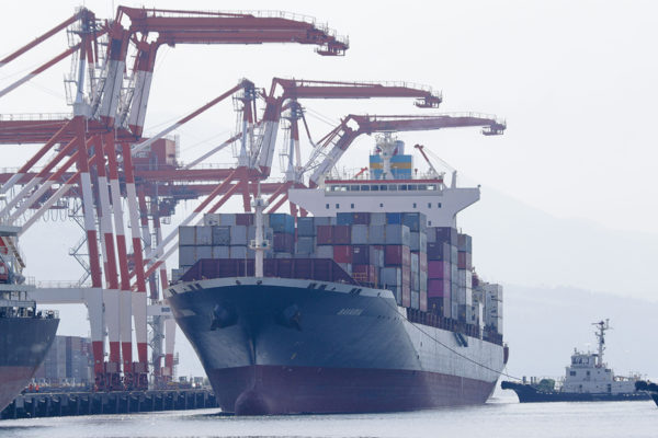 Rahtialus M/V Bavaria Subicin satamassa Filippiineillä 30. toukokuuta 2019. Filippiinien viranomaisten mukaan alus noutaa 69 konttia kanadalaista jätettä, joka on laivattu Filippiineille laittomasti vuosia sitten.