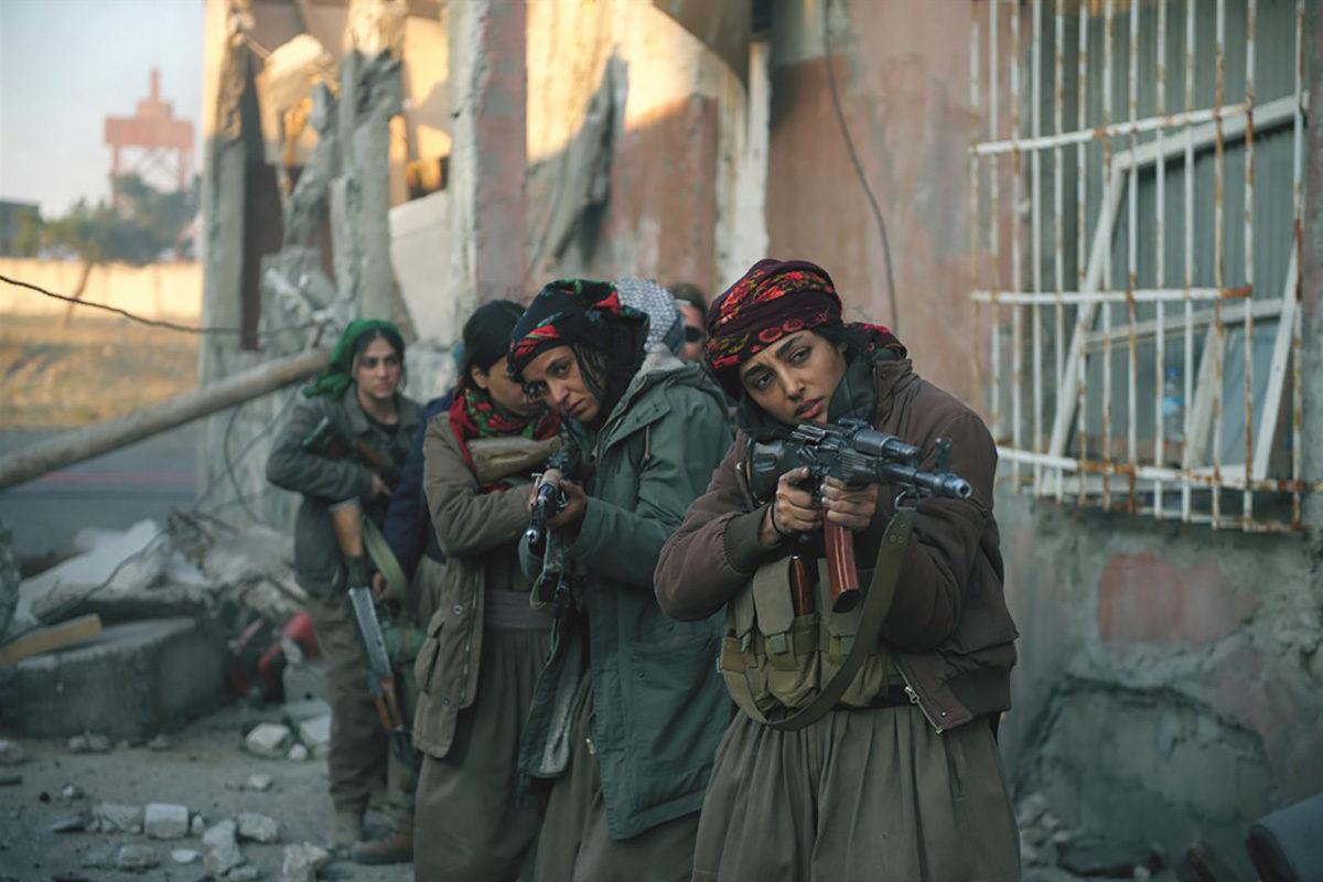 Girls of the Sun -elokuva kertoo väkivallasta ja solidaarisuudesta.