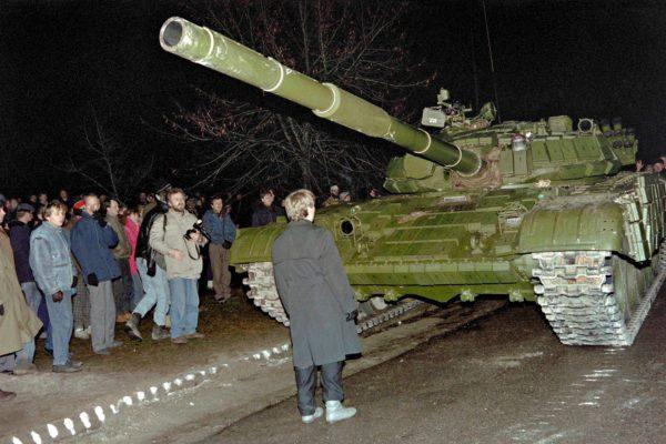 Neuvostoliitto yritti saada itsenäiseksi julistautuneen Liettuan kuriin tammikuussa 1991.