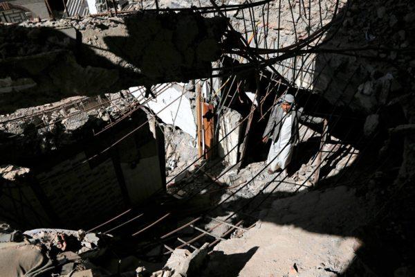 Ilmaiskun jälkiä Jemenin pääkaupungissa Sanaassa.