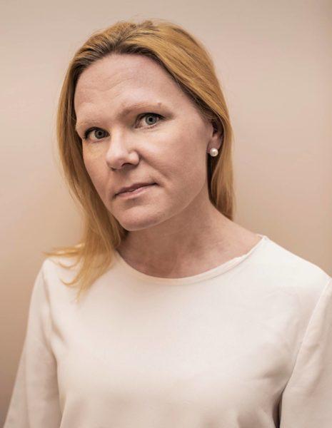 Uusi lapsiasiavaltuutettu Elina Pekkarinen astui virkaansa toukokuun alussa.