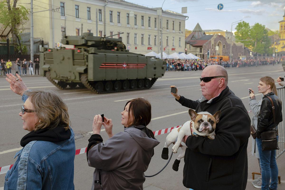 Kadullakulkijat kuvasivat voitonpäivän paraatin harjoituksia Moskovassa lauantaina 4. toukokuuta 2019.