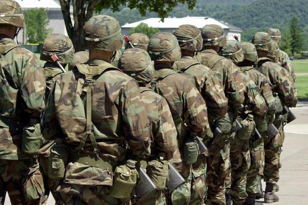 Yhdysvallat on käyttää edelleen eniten rahaa maailmassa sotilasmenoihinsa. Presidentti Donald Trump on nyt onnistunut säikäyttämään Itä- ja Keski-Euroopan Nato-maat kasvattamaan sotilasbudjettejaan.