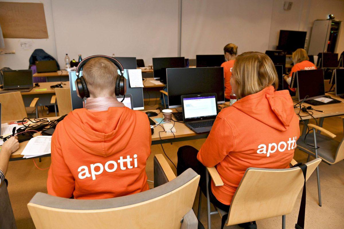 Apotti-koulutusta Peijaksen sairaalassa Vantaalla.
