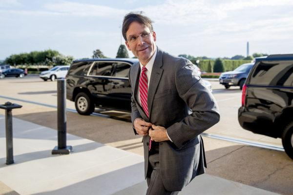 Yhdysvaltain väliaikaiseksi puolustusministeriksi nimitetty Mark Esper saapui Pentagoniin 24. kesäkuuta 2019.