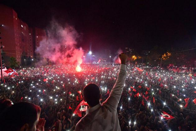 Istanbulin pormestariksi valittu Ekrem Imamoglu juhli vaalivoittoaan 23. kesäkuuta 2019.