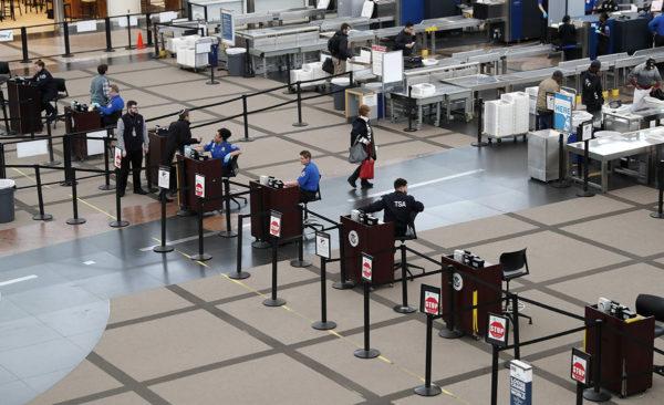 Turvatarkastuspiste Denverin kansainvälisellä lentokentällä Yhdysvalloissa huhtikuussa 2019.
