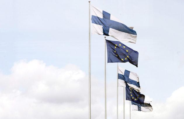 Suomen ja EU:n liput.